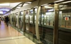 14号地铁线的站台和屏蔽门图片