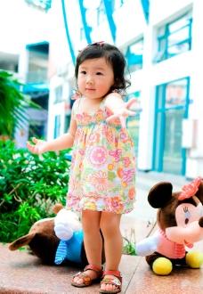 卷毛小公主2周岁照图片