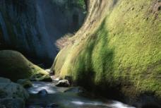 峡谷溪水图片