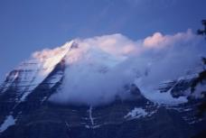 清晨的雪山图片